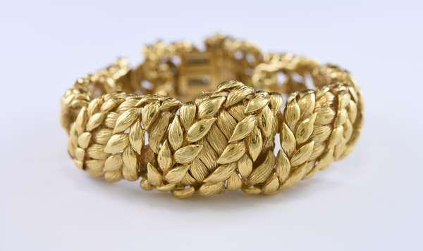 Heavy 18k yellow gold bracelet/watch by David Webb, 131 grams, 1