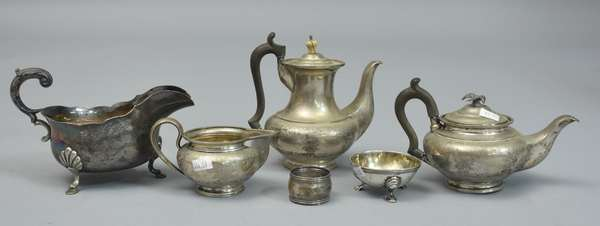 Tea set with a gravy boat