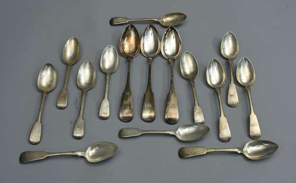 Twelve English silver spoons with three serving spoons, approx. 23 T. oz