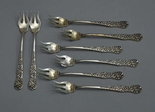 Eight sterling shell fish forks, approx. 4 T. oz