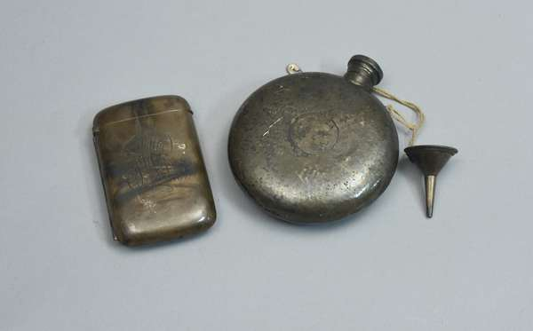 Sterling flask and compact, approx. 7.5 T. oz