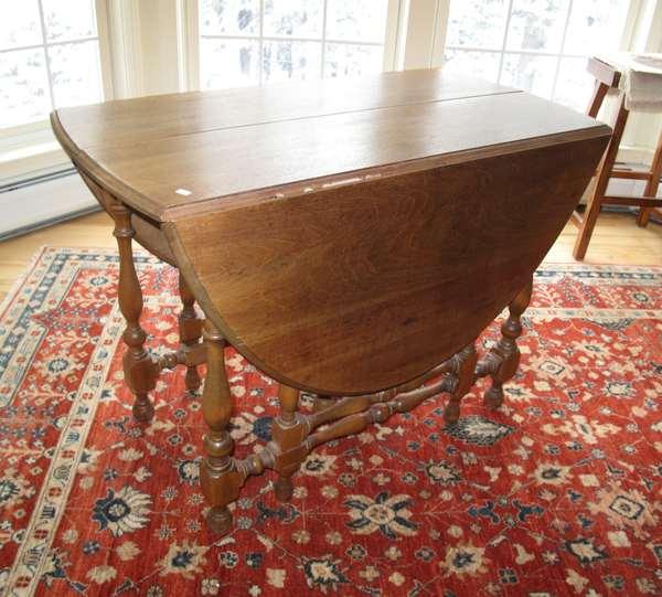 Victorian walnut drop leaf table (17-7)