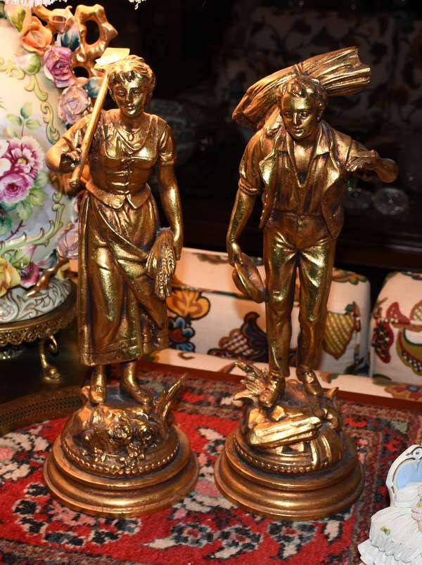 2 GOLD PAINTED STATUES - GARDENERS (900-185)