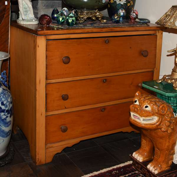 VICTORIAN SMALL CHEST OF DRAWERS (900-211)
