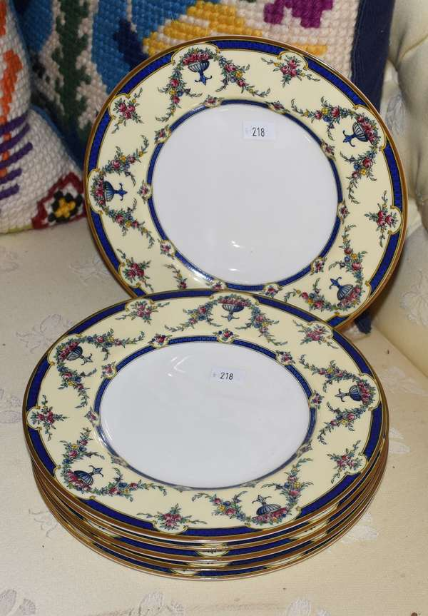 6 DECORATED PLATES (900-218)