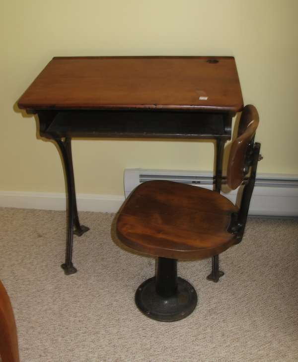 School desk with chair (17-20)