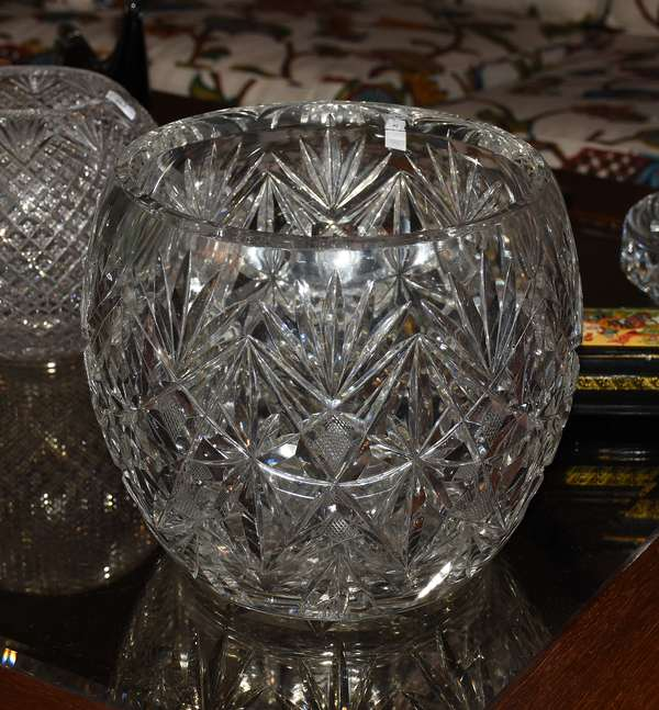 CUT GLASS STRAWBERRY AND FAN ROSE BOWL (900-245)