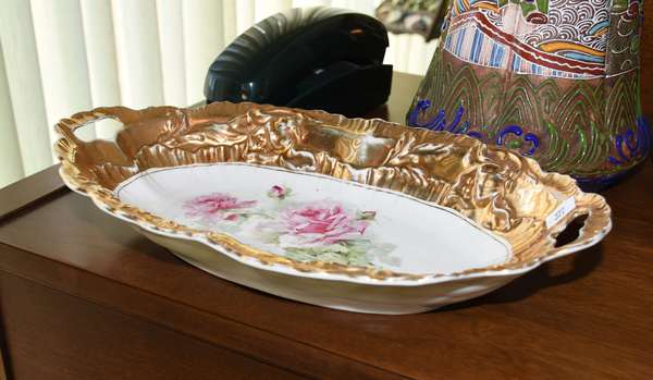 GERMAN OVAL DISH WI GILT AND ROSES (900-322)