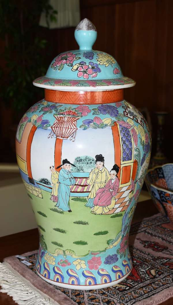 COVERED CHINESE JAR (900-358)