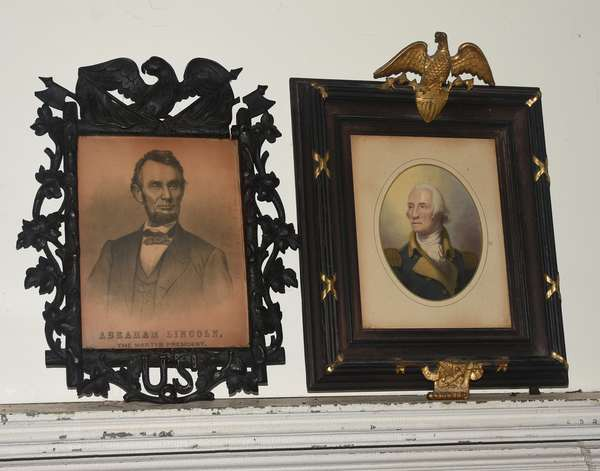 Two lithographs of Lincoln and Washington in carved wooden Centennial frames, inner 10