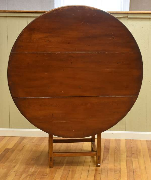 Early 19th C. round top hutch table with stretcher base, 27