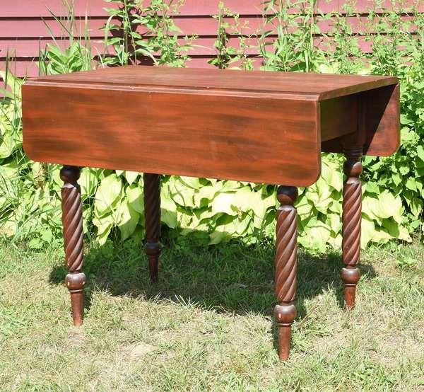 Federal N.H. roped carved leg drop leaf table in red/ black grain paint, 36