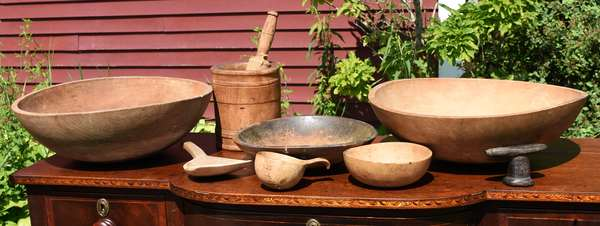 Woodenware lot, three chopping bowls, mortar and pestle, two bowls and a butter worker, Chellis family