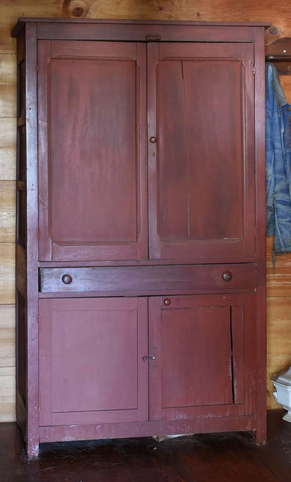 Country floor cupboard in later red paint with two blind upper doors, drawer lower part with two blind doors, 69