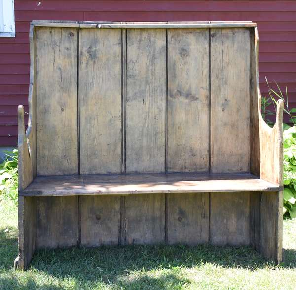 18th C.  pine curved settle bench, 61