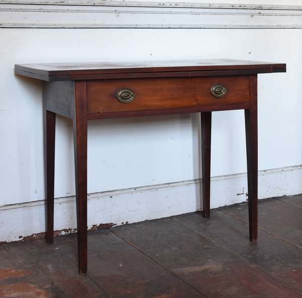 Federal N.H. birch card table with one drawer on tapered legs, ca.1810-1820
