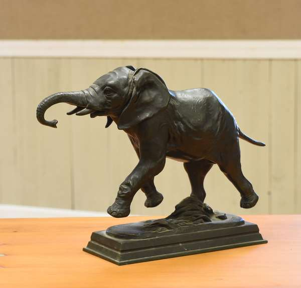 Sculpture of an Elephant, signed Alf. Bayre (Alfred Bayre, French), bronze, 14