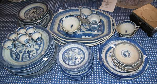 Assorted lot of Canton china, approx. 35 pieces