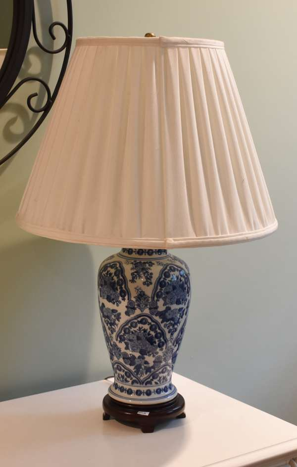 Blue and white table lamp, 28