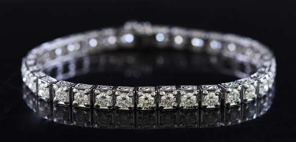 Platinum and diamond tennis bracelet, approx. 7 ctw diamonds, 7