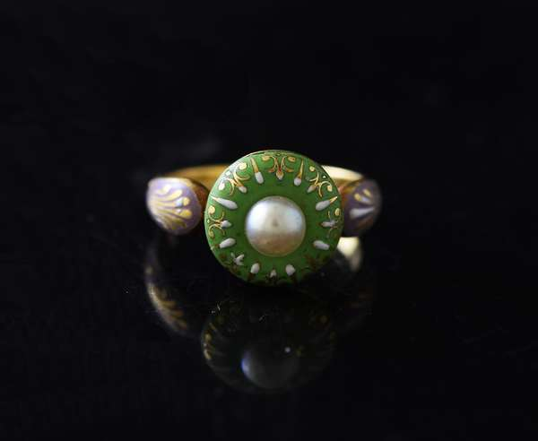 Pretty 14k gold ring, greens and lavender enamel with pearl, size 5.5