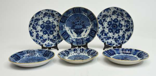 Six early 18th/19th C. Delft chargers, blue and white