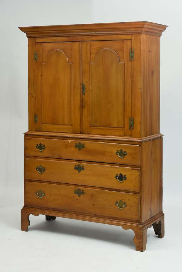 Two-part maple linen cupboard, two doors over three drawers, 75.5
