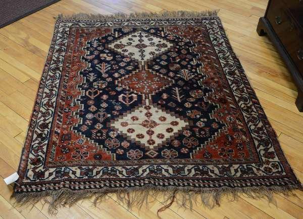 Oriental scatter rug, 4'11