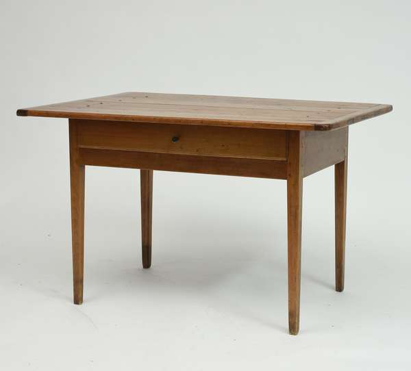 Good country Hepplewhite one drawer tavern table with long drawer and breadboard ends, ca.1800, 29
