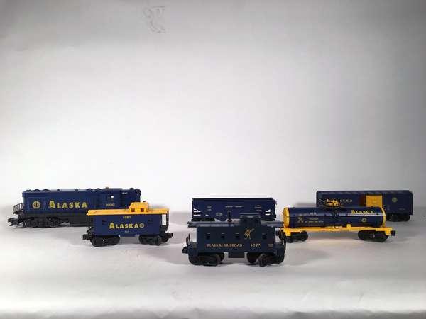 Lionel Alaska Set; 1802 Alaska GP-7 10806 Boxcar, 7100 Hopper, 6171 Tank, 1081 Caboose, 6027 Caboose