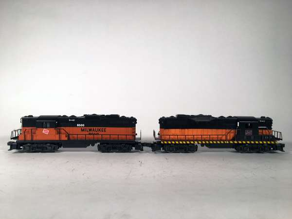 Lionel 8500, 2338 Milwaukee Road GP-9 Diesels