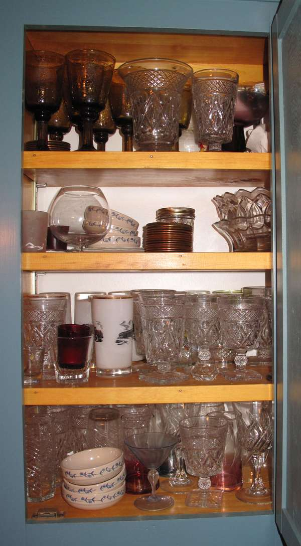 Selection of pattern glass water tumblers along with other pattern glass items (75-23)