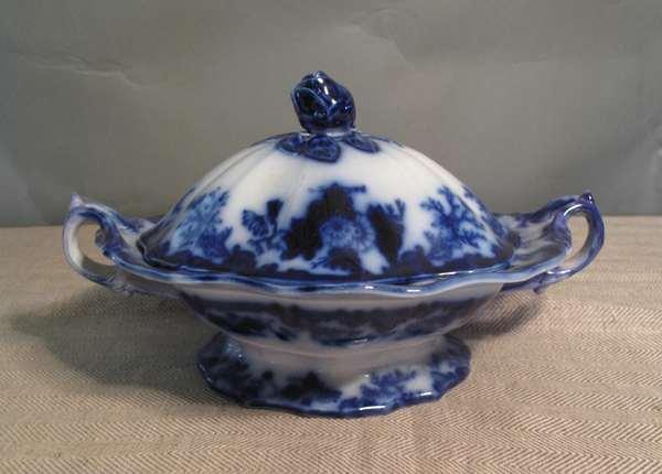 """Flow Blue covered Scinde serving dish, 13""""L. (75-59)"""