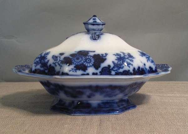 """Flow Blue Scinde covered vegetable dish, 12""""L. (75-64)"""