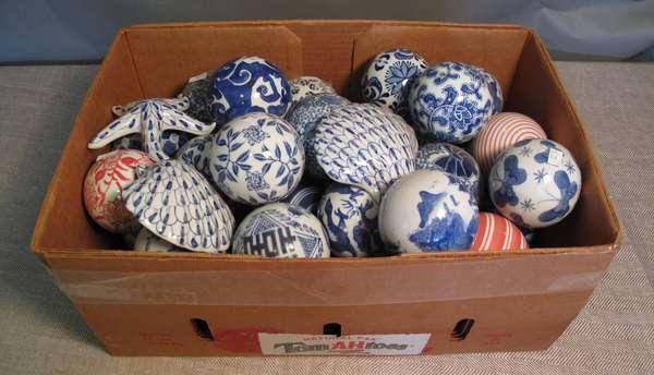 39 Chinese carpet balls (75-73)