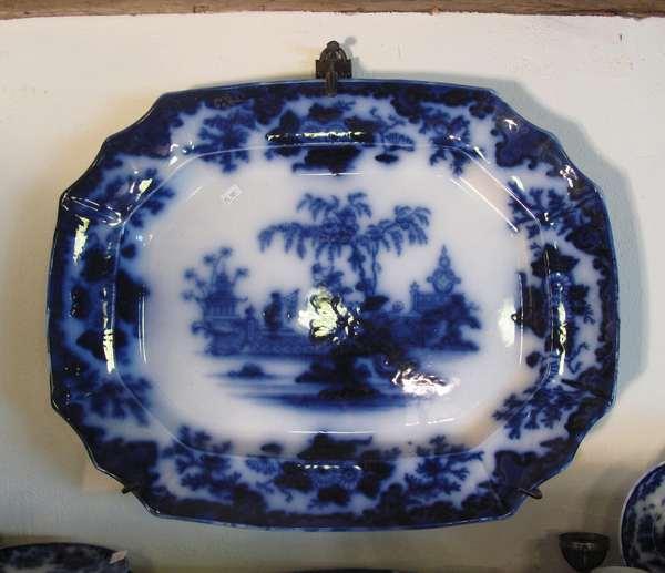 """Flow Blue Scinde platter, 12½""""L. (75-108)"""