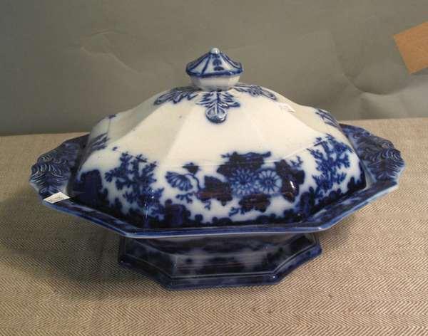 """Flow Blue Scinde covered vegetable dish, 13""""L. (75-135)"""