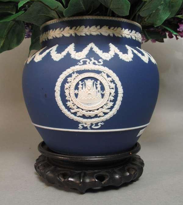 """Wedgwood Jasperware urn on teakwood stand. 9""""H (75-277)"""