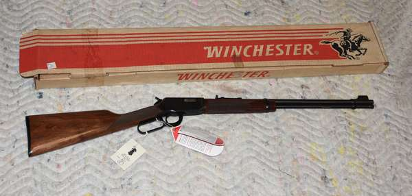 Ref 8: Winchester Model 9422. XTR 22cal Lever action Rifle. 20.5 inch Barrel.