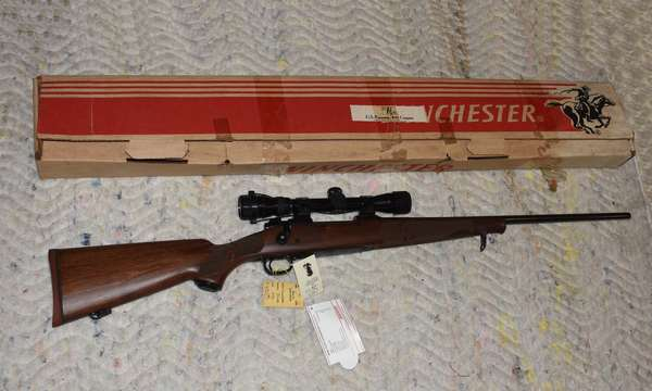 Ref 12: 270 Winchester Model 70 XTR Bot Action with scope, Featherweight, Made in New Haven Conn. Serial # G1530172
