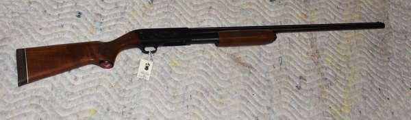 Ref 23: 12 Gauge Model 39 Featherlight shotgun. Serial # 371872696