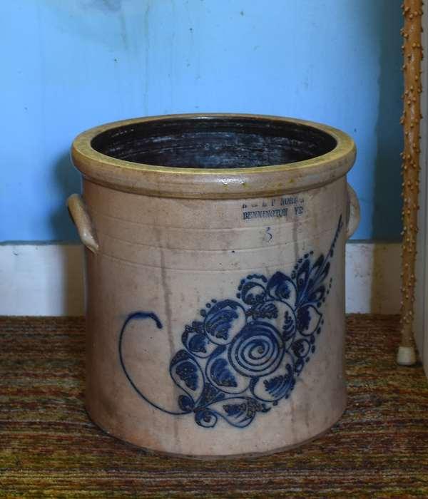 Bennington blue decorated 3 gallon stoneware crock