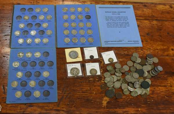 Ref 3: Smaller lot assorted U.S. coins (762-28)