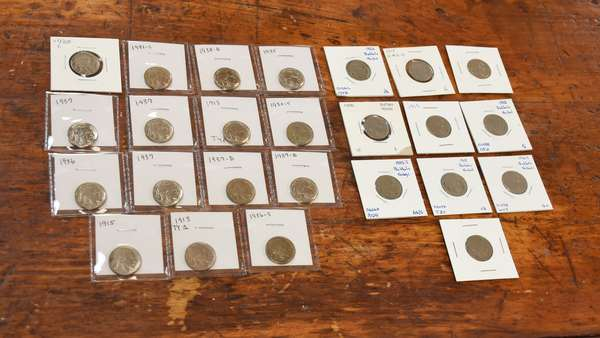 Ref 10: 25 assorted Buffalo nickels (532-124)