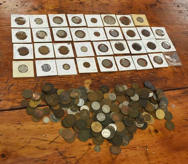 Ref 16: Large lot of assorted Canadian coins and tokens (532-130)