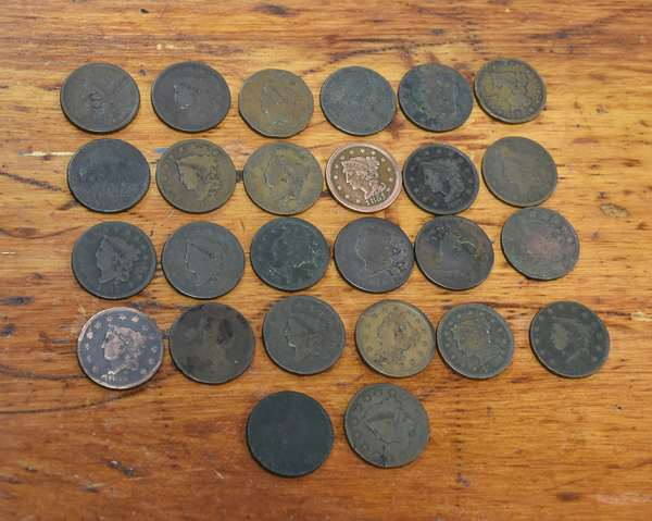 Ref 17: 26 assorted U.S. large cents (532-131)