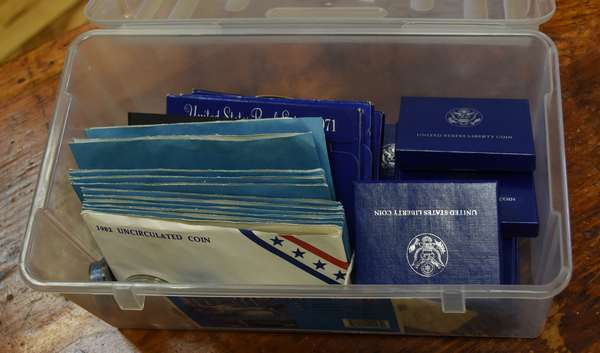Ref 24: Assorted lot of U.S. mint products (746-4)
