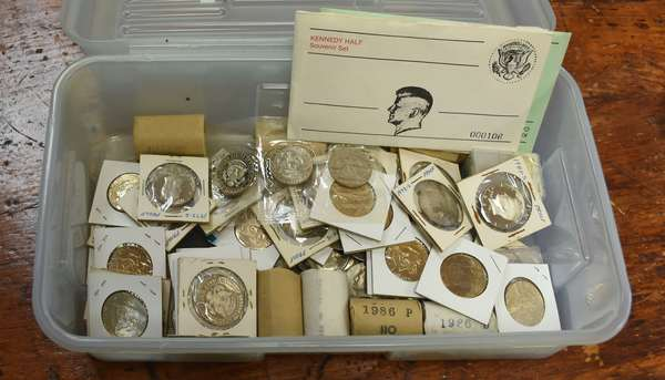 Ref 25: 283 Kennedy half dollars including 40% silver, proofs & unc rolls (746-5)