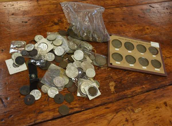 Ref 26: Assorted lot of U.S. & Foreign coins (675-76)