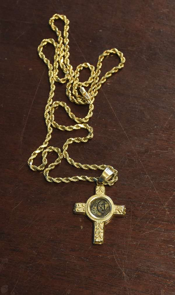 Ref 29: 14k gold chain with a ancient coin, 27.5 grams (44-3)